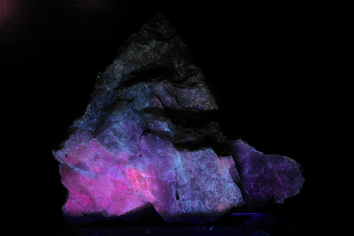fluorescent mineral